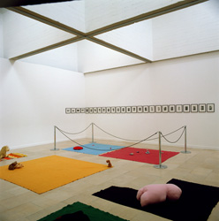 Mike Kelley, <em>Figure Ground</em>, 1990<br />technique mixte, 180 x 340 cm