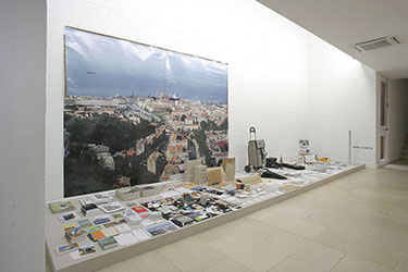 Dora Garcia, <em>The Beggar's Things</em>, 2007<br />techniques mixtes, dimensions variables selon installation<br />Courtesy galerie Michel Rein (Paris)