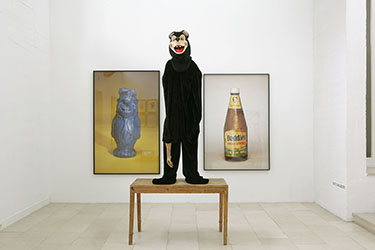 Paul Mc Carthy, <em>Propo (Daddy's Ketchup)</em>, 1992<br />cibachrome, 183 × 127 cm<br />Courtesy courtesy galerie Georges-Philippe & Nathalie Vallois (Paris)<br /><br />Paul Mc Carthy, <em>Propo (Fred Flinstone)</em>, 1992<br />cibachrome, 198 × 127 cm<br />Courtesy courtesy galerie Georges-Philippe & Nathalie Vallois (Paris)<br /><br />Paul Mc Carthy, <em>Skinny Bear</em>, 1992<br />technique mixte, 277 × 123 × 72 cm<br />Courtesy courtesy galerie Georges-Philippe & Nathalie Vallois (Paris)